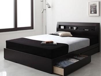 スタイリッシュな薄型パネルのベッド.jpg